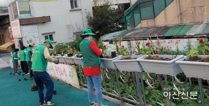 3. 온양2동 새마을, 온양온천역 꽃길 조성.jpg