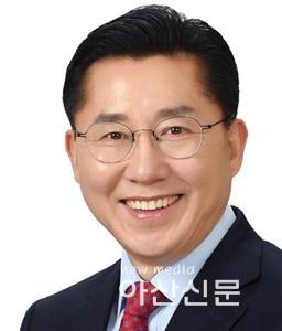 박경귀원장프로필사진2019.png
