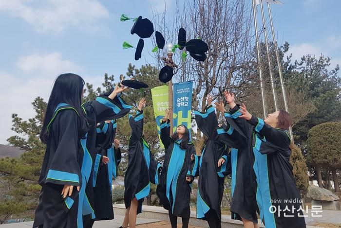 순천향대학교 학위수여식 이미지 사진(2019년 2월).jpg