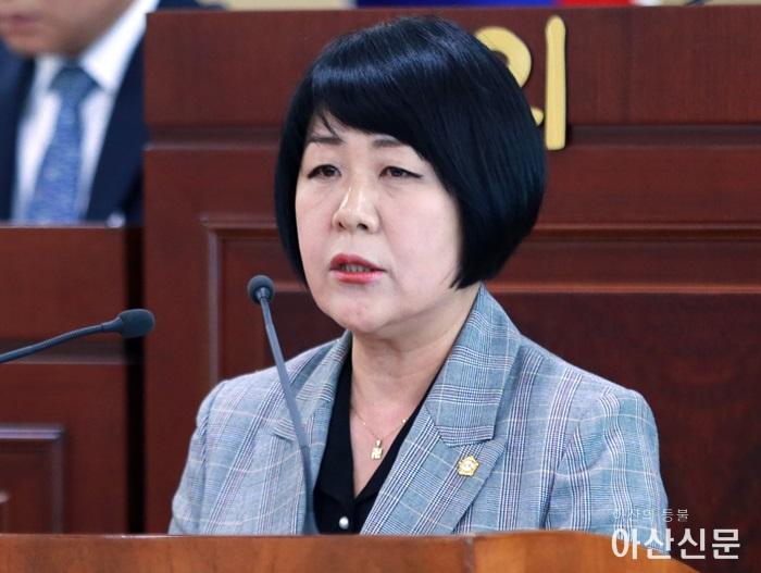 이의상 의원이 제211회 임시회 본회의장에서 미세먼지 저감대책을 촉구하는 5분발언을 하고 있다..JPG